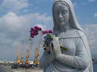 Madonna sul porto di Marina di Carrara