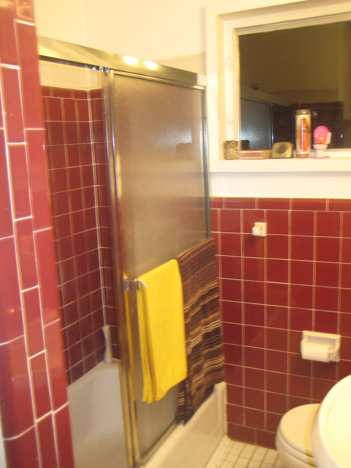 Atomic Lilly Ranch: UGLY bathroom (complete with ugly photos)