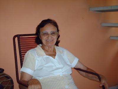 Dona Dauvina esbanja saúde aos 77 anos, após vencer o câncer de mama.