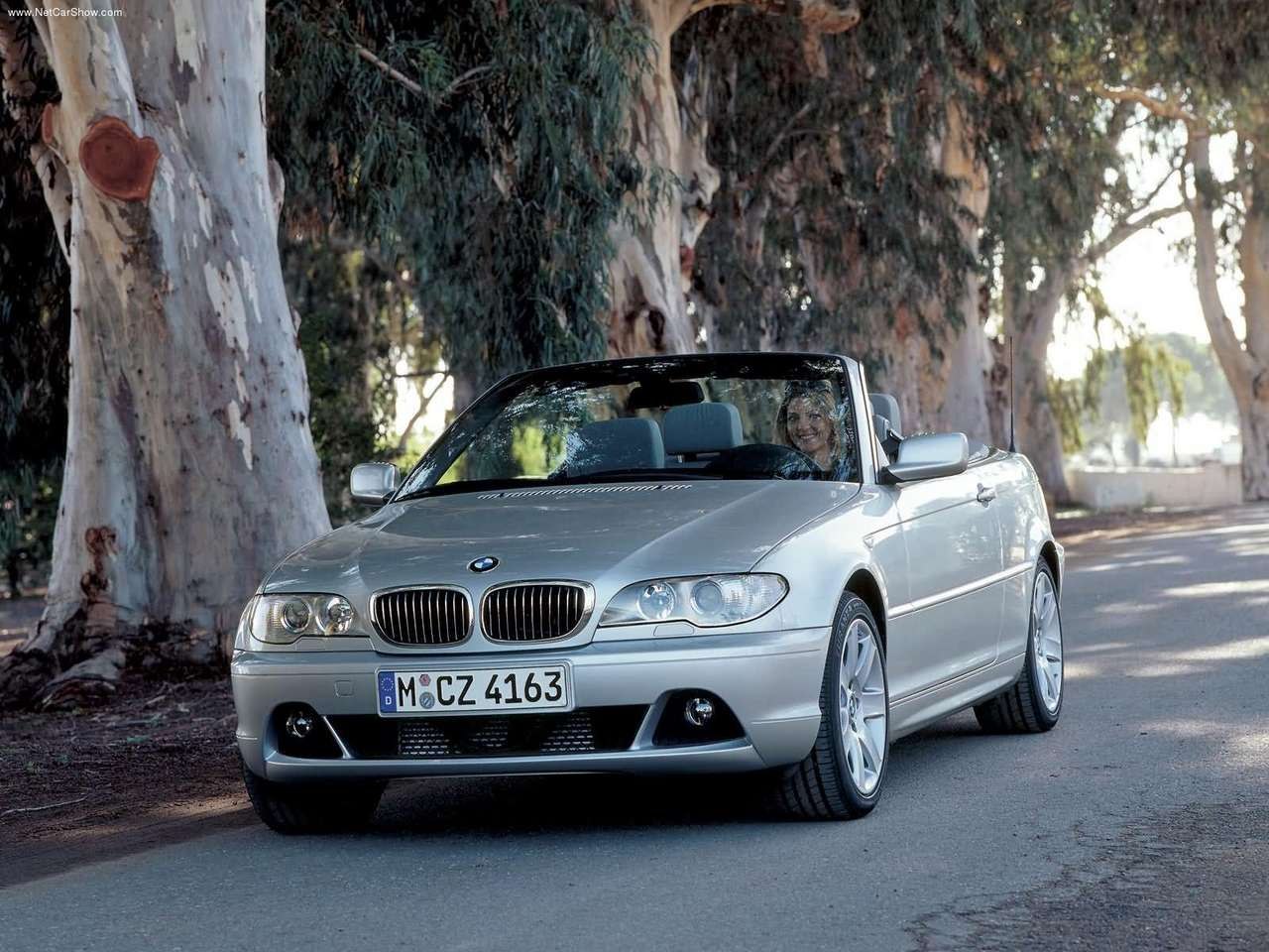 the e46 underwent a facelift for 2002 which included redesigned headlights new bumpers and a. Black Bedroom Furniture Sets. Home Design Ideas