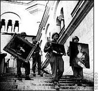 [1-4-Nazi-soldiers-stealing-.jpg]