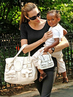 angelina jolie carrying marc jacobs handbags