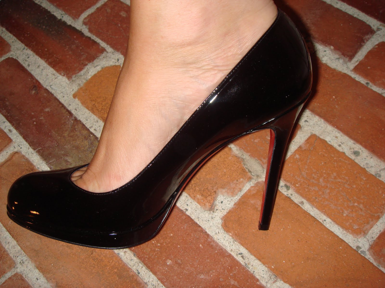10ac610062 Christian Louboutin New Simple Pump in black patent calf
