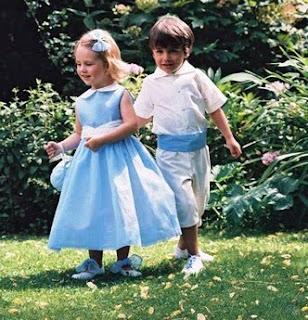 4b1eed4bf Para una boda clásica os proponemos a niños que combinan en su ropa los  tonos celestre