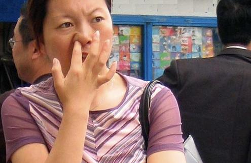 VQ in Vietnam: Vietnam  Picking your nose?