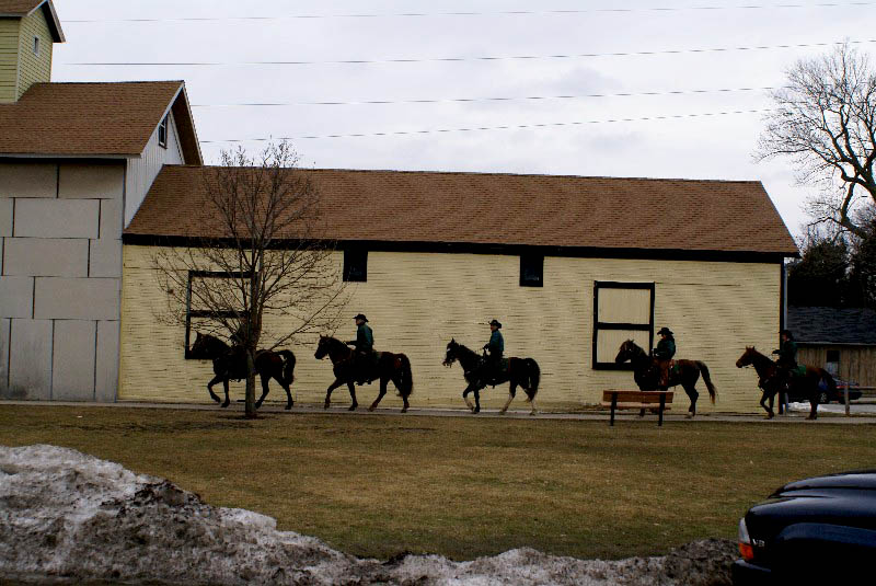 [horses+on+trail.jpg]