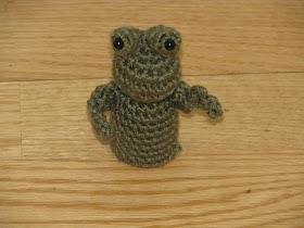 20 Free Patterns for Crochet Frogs • Oombawka Design Crochet | 210x280