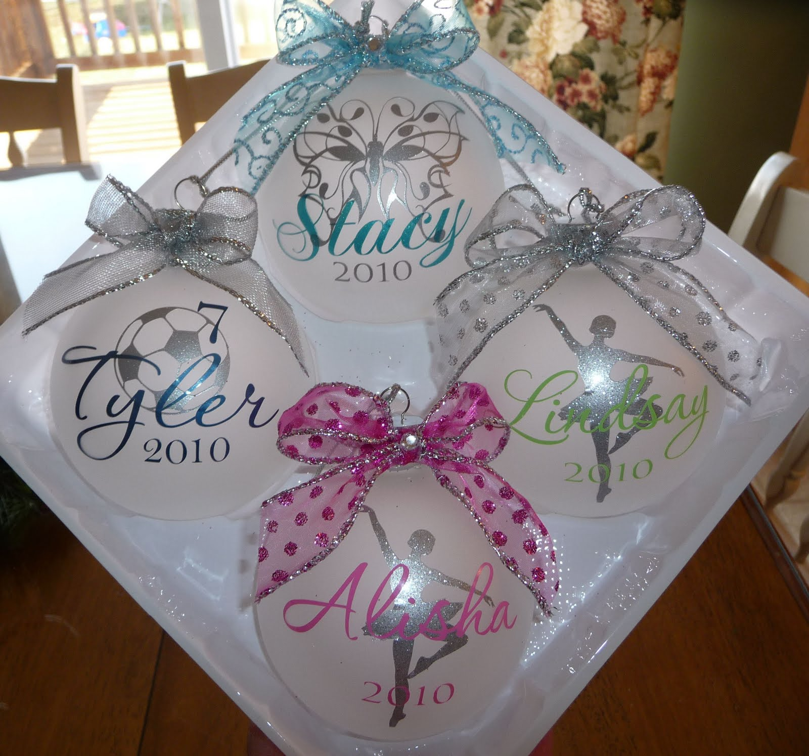 cricut ornaments christmas vinyl personalized signs ornament cher crafts projects balls gifts glitter kid cute sayings xmas diy glass name