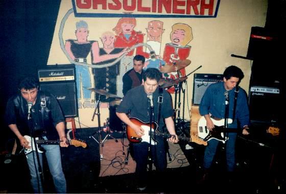 1990 Actuando en Gasolinera.