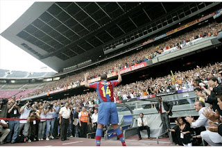 30,000 cheers for Henry at Camp Nou
