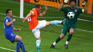 Sneijder put the Dutch two up