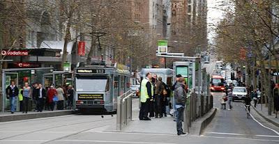 Melbourne Para Turistas Melbourne Australia tram street ek jul07