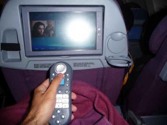 Así se miraba en el avión a Nueva Zelanda la LCD con el control y todo!