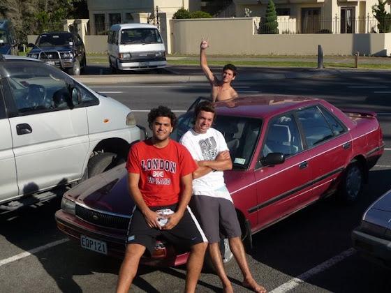 Aquí estamos con el auto que compramos en Tauranga, Nueva Zelanda