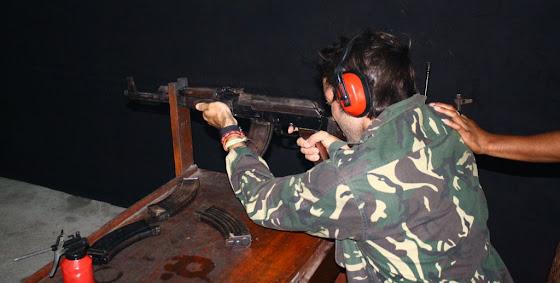 Acá estoy yo disparando la AK47