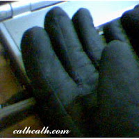 image of snow gloves by pinaysaamerika