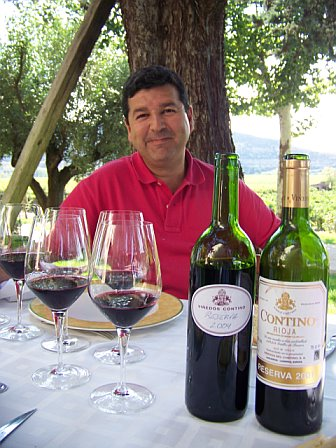 Jesus Madrazo with bottles at CONTINO by ©LeDomduVin 2009