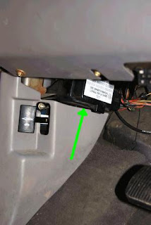 02FuseBox2 brandon's projects windstar brake pressure deactivation switch fuse box location 1999 ford windstar mini van at crackthecode.co