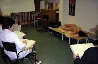 Imagen usada para el ensayo La exposición bodies y la empatía en el arte realizado por Juan Sánchez Sotelo para la academia de dibujo y pintura Artistas6 de Madrid. Clases y cursos para aprender a pintar.