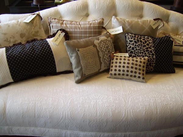 1930s White Matlasse Sofa