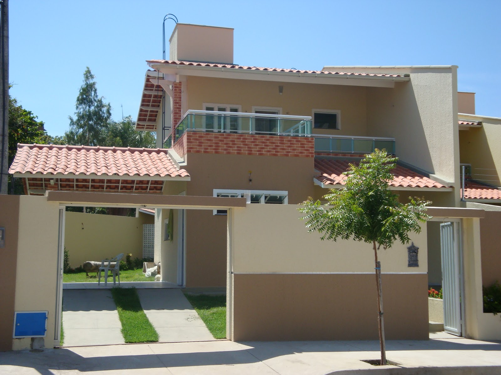 Tales santos consultoria imobili ria excelente casa for Fachadas de casas modernas 1 pavimento