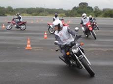 Treinamento teórico e prático de Pilotagem Defensiva.(Motofrete, Motoboys, Motociclistas)