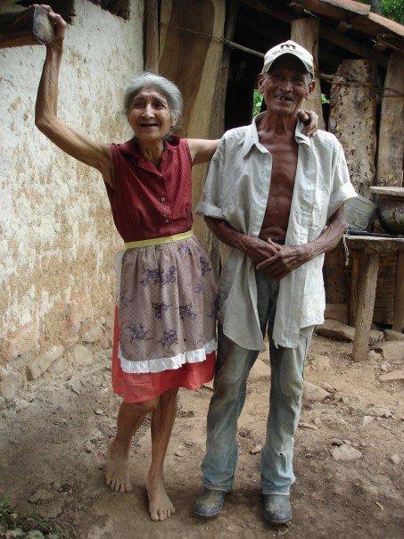 [happy+honduran+couple.jpg]