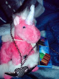Îmi face o deosebită plăcere să vă fac cunoştinţă cu unicornul meu - protectorul inimii mele