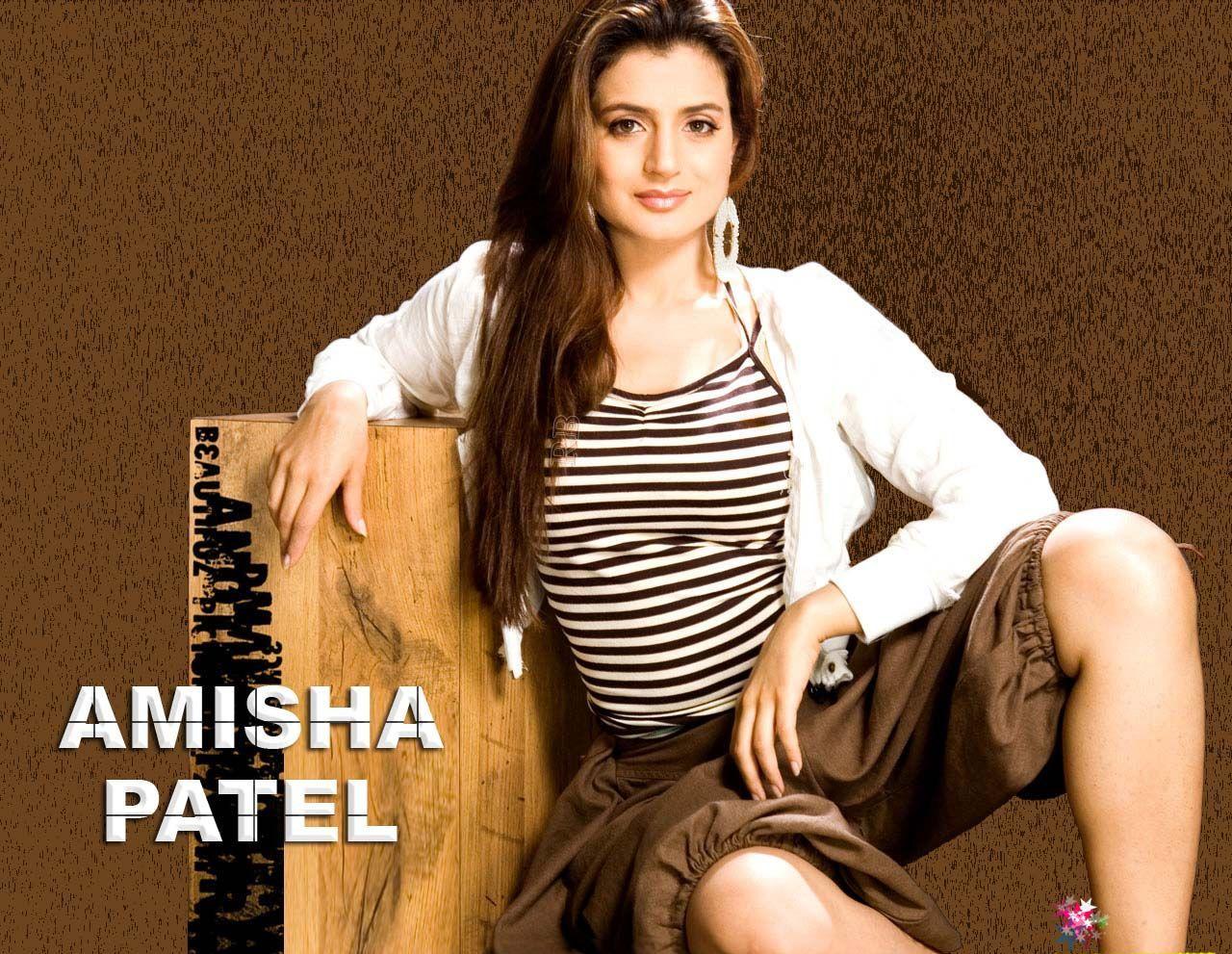 Bollywood Wallpapers  Hollywood Wallpapers Amisha Patel -8928