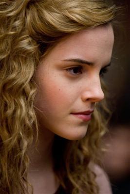 [hermione-mq-still-scar-potter[1].jpg]