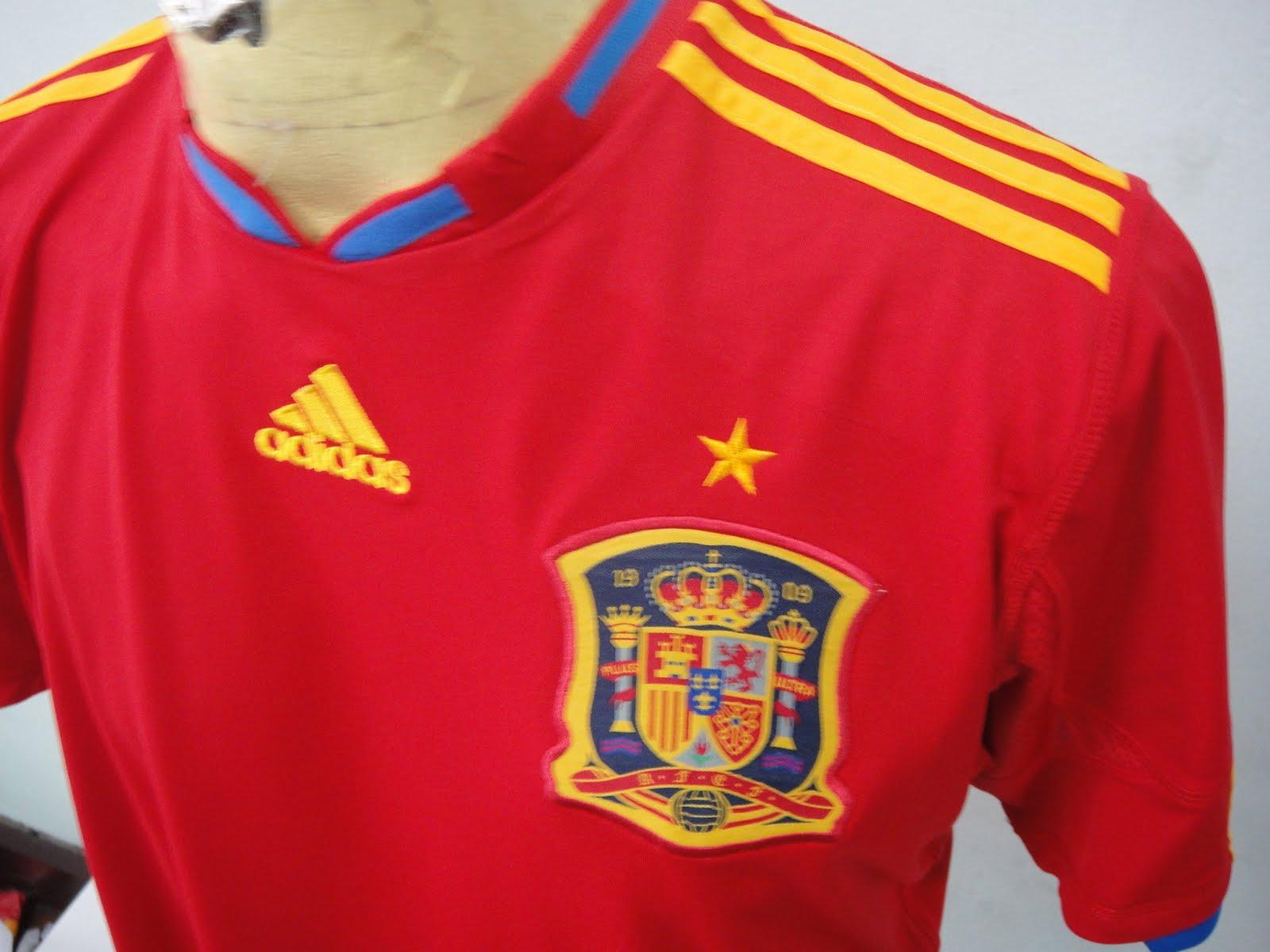 23d60fcd7ae26 Crónicas de Esperantia  Los timos del mundial y la camiseta de ...