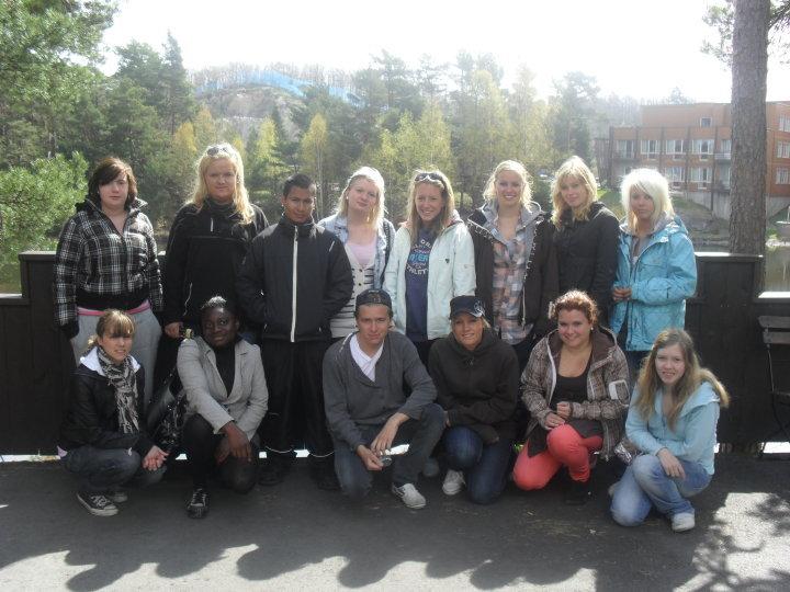 84e7b8d3 Jeg legger også ut et bilde av klassen min her på skolen, linjen Barn &  ungdom.