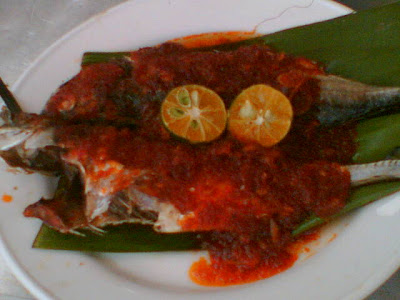 ikan bakar sambal!srupp, i'm salivating now!but that ev