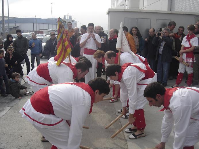 "Bastoners de Malla dansant ""Els Mongeters"""