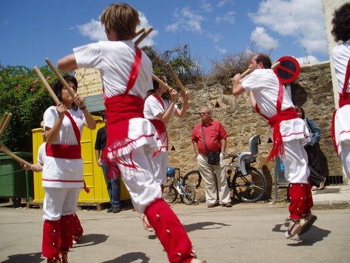 Bastoners de Malla dansant