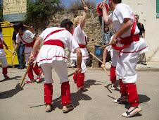 Ballant pels carrers de Maià