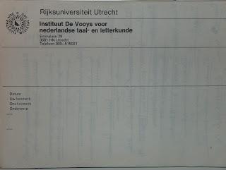 Versozijde van notebloc van versozijde van verouderd postpapier, toen Instituut De Vooys verhuisd was naar de Padualaan, dus (?) na 1980, toch?