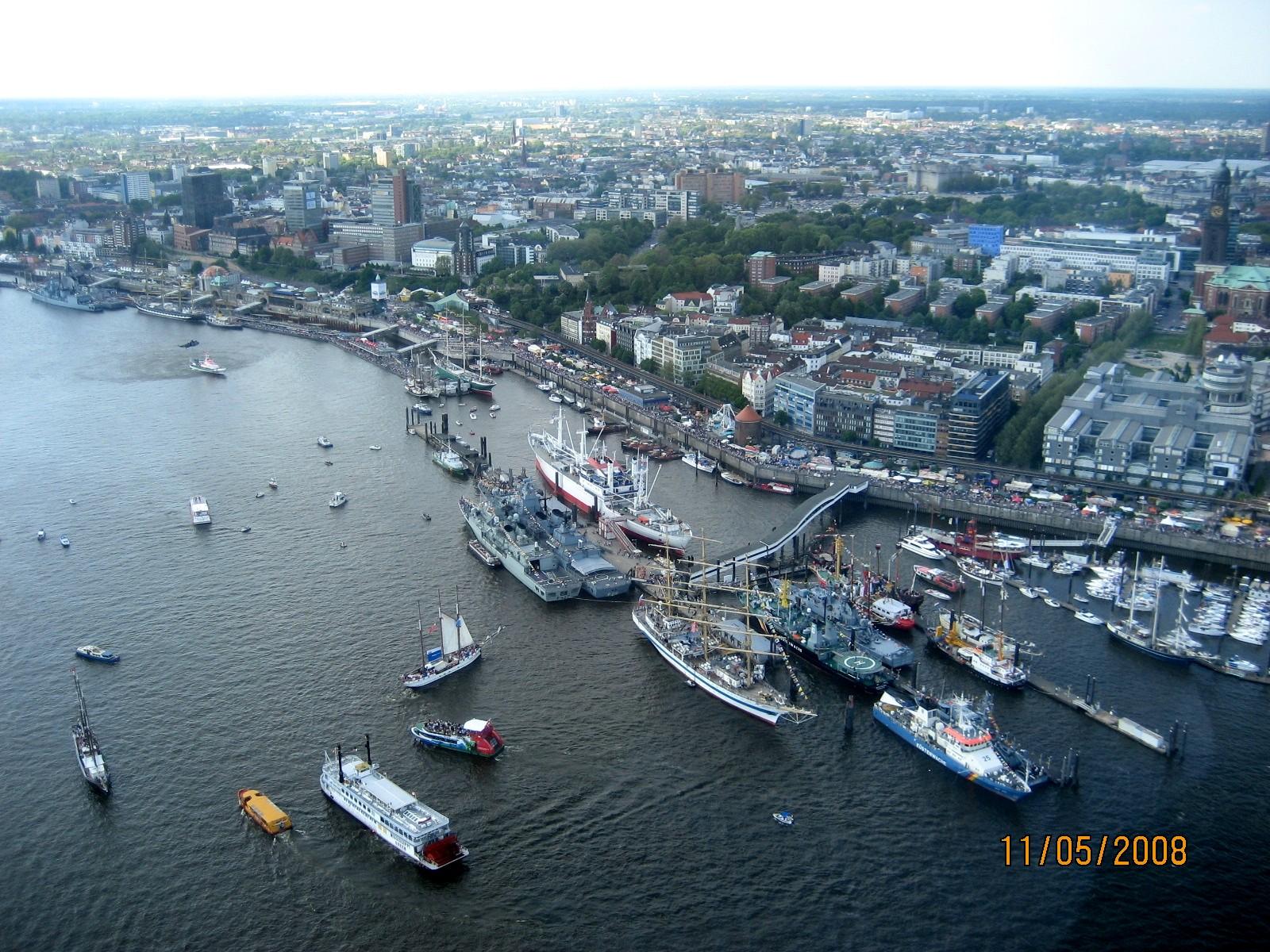 Lot helikopterem nad Hamburgiem