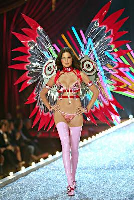 Adriana Lima - Super Hot lingerie pics