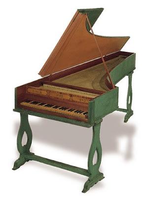 Cravo construído por Joaquim José Antunes em 1758, pertencente à colecção do Museu da Música (Lisboa)