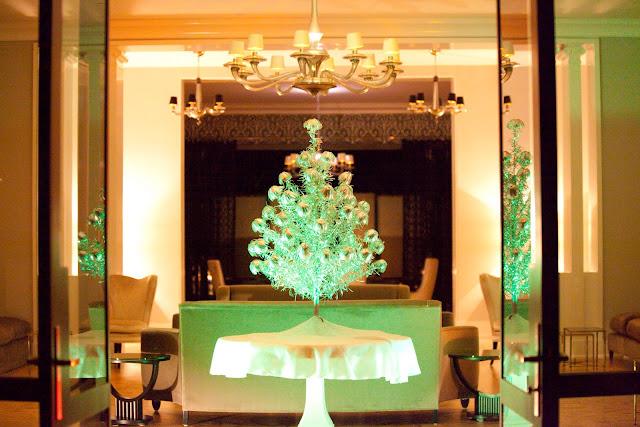 Decorating Vintage Aluminum Christmas Tree  from 1.bp.blogspot.com