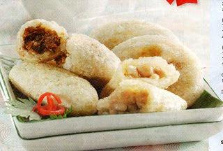 Tumis bawang putih dan bawang bombay sampai harum Cireng Mirasa Bandung