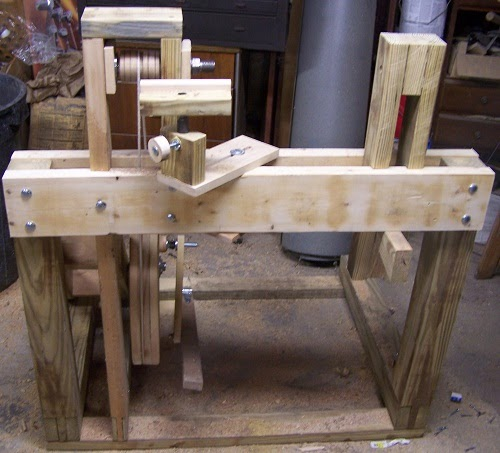 Woodworkers Guide Easy to build Continuous Motion Treadle