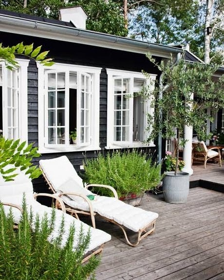 A Charming Bungalow In Los Angeles: Décor De Provence: A Charming Grey Cottage