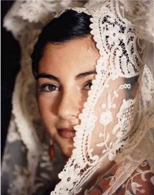 Gindora Dux Deluxe: Mantilla - the luxury of Spanish lace