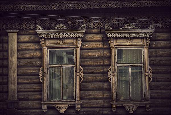 Старые деревянные дома.