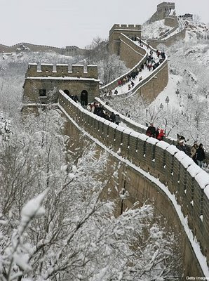 photo of great wall of china in winter covered with snow still lots of tourists big attraction