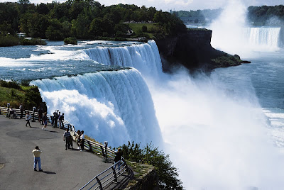 stunning photo of niagara falls on border of ontario and new york