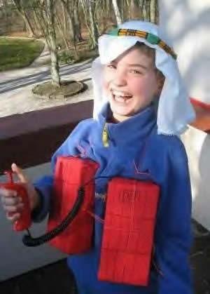 disfraz de niños terrorista, muy mal gusto