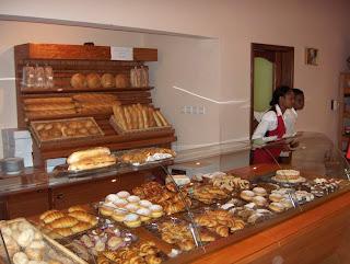 il bancone dei dolci del Café Mozart